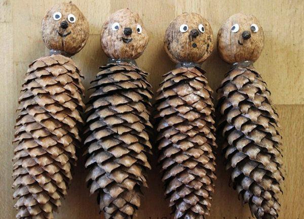 Человечки из шишек и орехов (с рожицами)